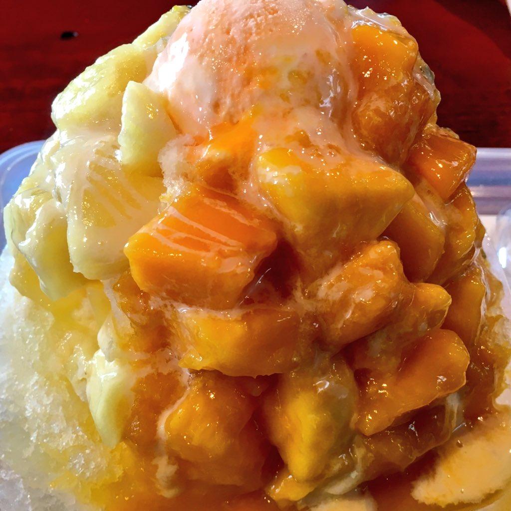 【アイスレビュー】 琉冰トロピカルフルーツ ★★★★☆ おんなの駅にあるかき氷屋さん。マンゴー、パイナップル、パッションフルーツが盛り沢山でボリューム満点。特にマンゴーが美味すぎ!!恩納村に行った時は必食! #おんなの駅 #かき氷 https://t.co/a2KZOQxvQ6