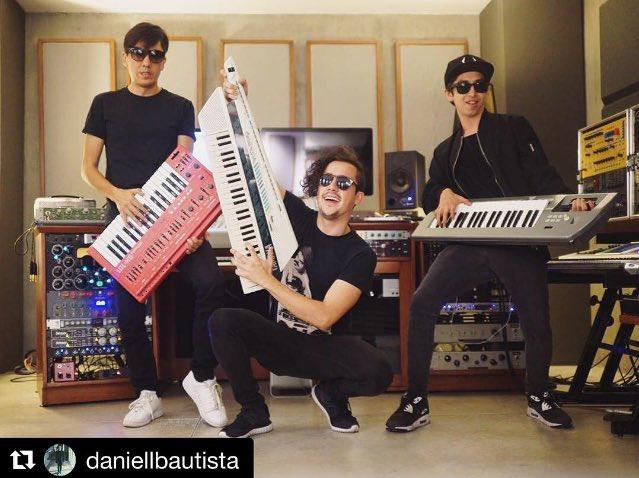 Foto casual grabando en el estudio   Repost de @DaniellBautista