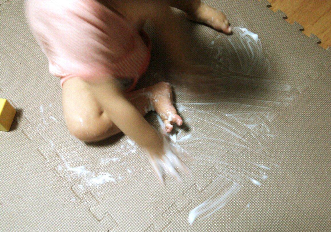 食器洗ってる間、娘(1歳)が珍しく静かに積み木で遊んでるな~と思ったらプラセンタ配合のオールインワンゲルで遊んでた…-5歳肌効果だぞ消えるぞ https://t.co/lE1M6qzVzN