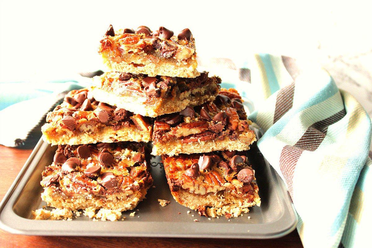 Heavenly Chocolate Pecan Pie Bars  https://t.co/ECpebFf0PS https://t.co/bfhKFu3DbP