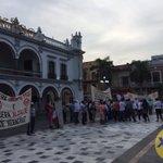 Ex trabajadores del SAS se manifiestan en el zócalo de las ciudad de #Veracruz https://t.co/J6d7LMp0Zq