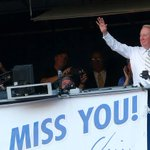 KTLA: Vin Scully serenades crowd after Dodgers provide Hollywood sendoff https://t.co/HEflg5o2H4 https://t.co/A0cII2tPen