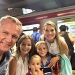 Turismo Social: Felipe Kast llevó a sus hijos al Metro para conocer a los rotos https://t.co/ktkm4IYEBI https://t.co/SydvMqWkPL