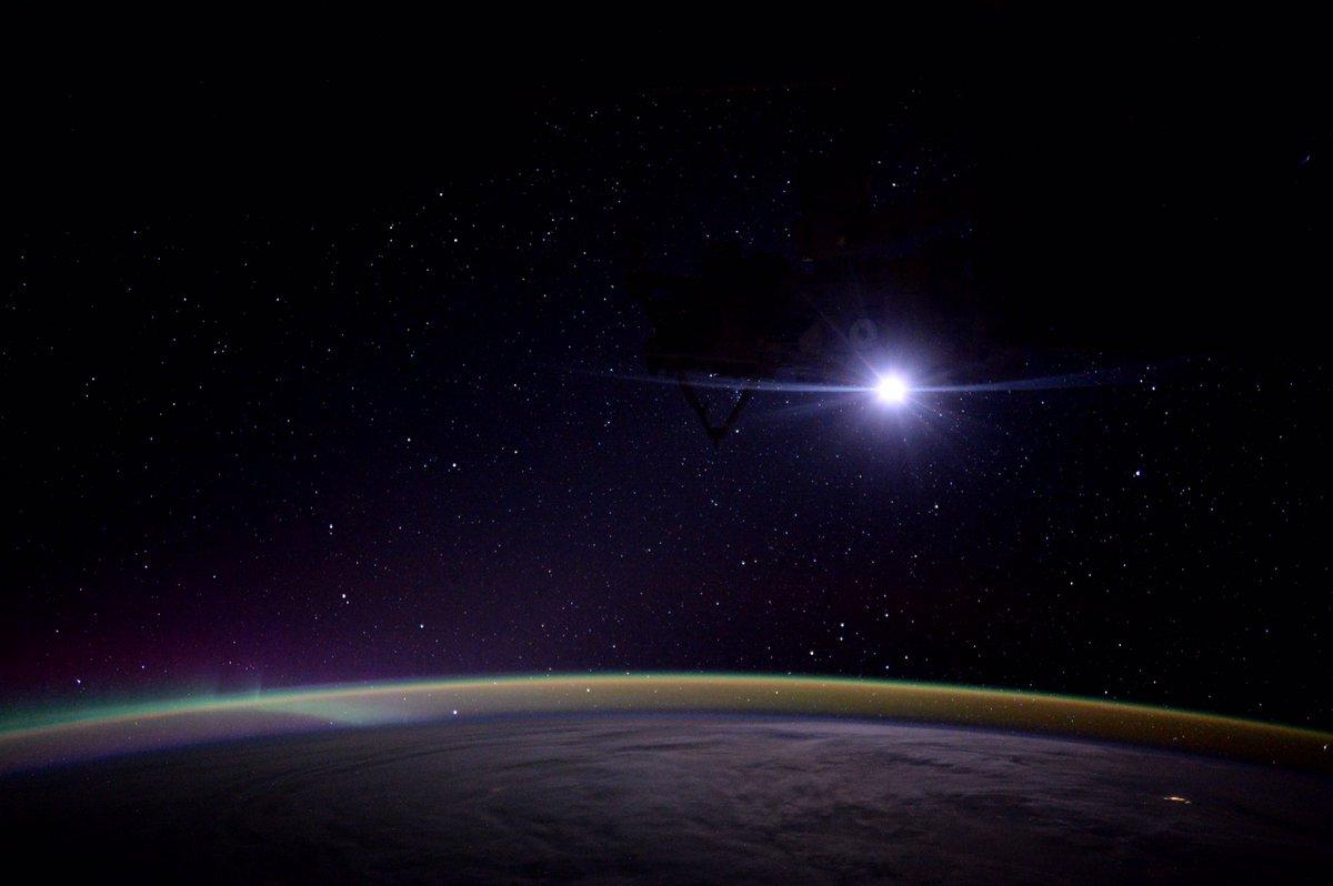 """Moonrise on the International Space Station."" #AstroKate https://t.co/T25Hy01yEM"