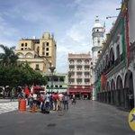 Manifestantes de La Reserva ahora se encuentran en el zócalo de #Veracruz https://t.co/yODnjjsuH0