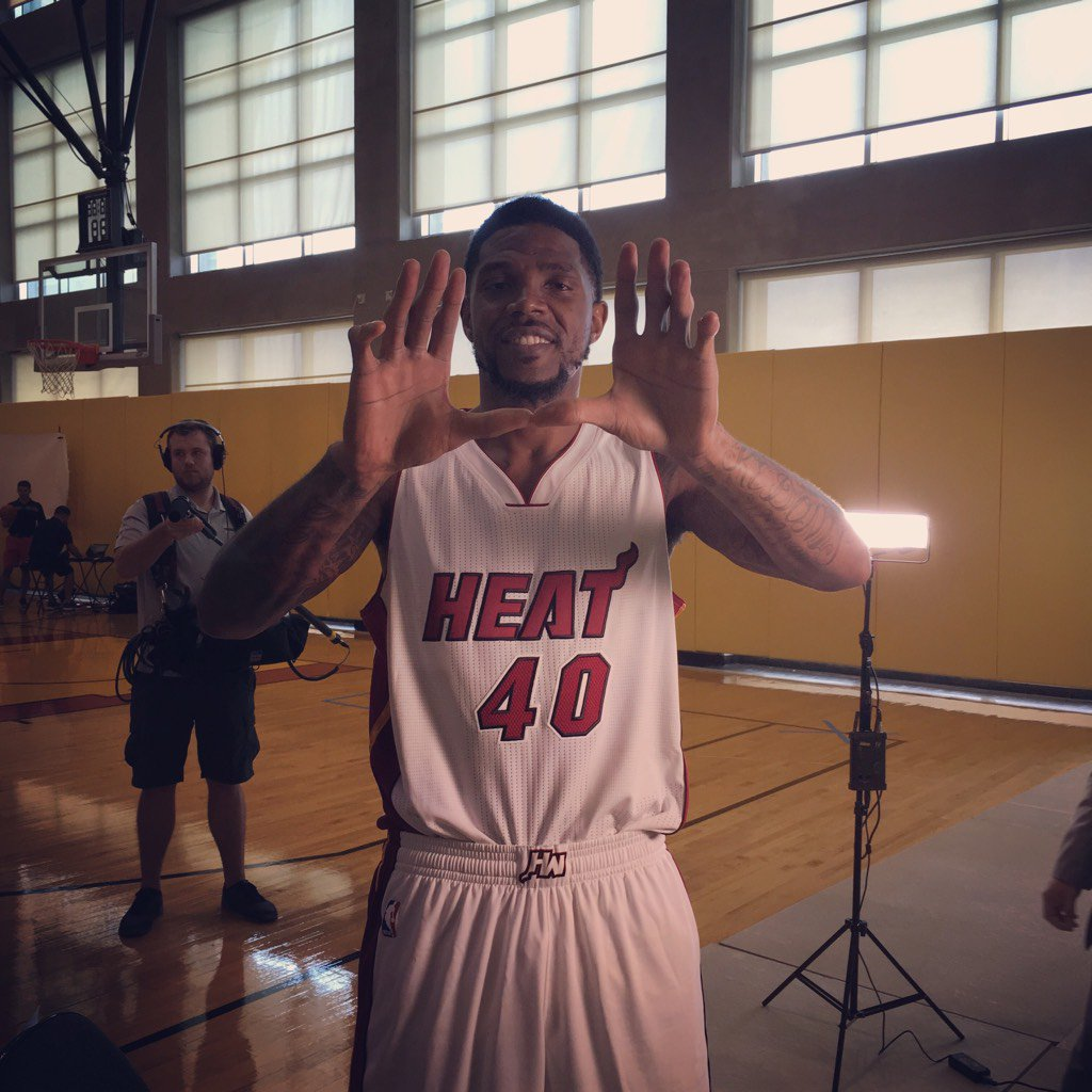 Got a Gator to throw up the []_[] !!! The true definition of #DadeCounty @ThisIsUD @CanesFootball #Canes https://t.co/XpV61TzBGT