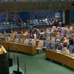 پرویز رشید صاحب! نواز شریف کی UNO میں اوقات کا اندازہ اس ہال کو دیکھ کر لگایا جا سکتا ہے... 75 فیصد سیٹیں خالی ہیں. https://t.co/6fsrBPOUGP