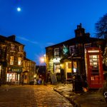 Goodnight all. 😴 the moon over Haworth. https://t.co/2BmET95xOP