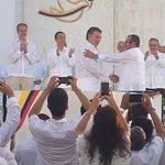 "#LoÚltimo Con un ""Baligrafo"" se firmó #AcuerdodePaz #FirmaDeLaPaz https://t.co/SsqID34dJ7 /Foto: @AlanJaraU https://t.co/epjNJhdNa2"