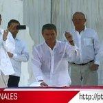 #FirmaDeLaPaz: #Colombia y las #FARC firmaron la paz tras 52 años de conflicto https://t.co/8kuUCXU7cN https://t.co/ABwmG4h5iP