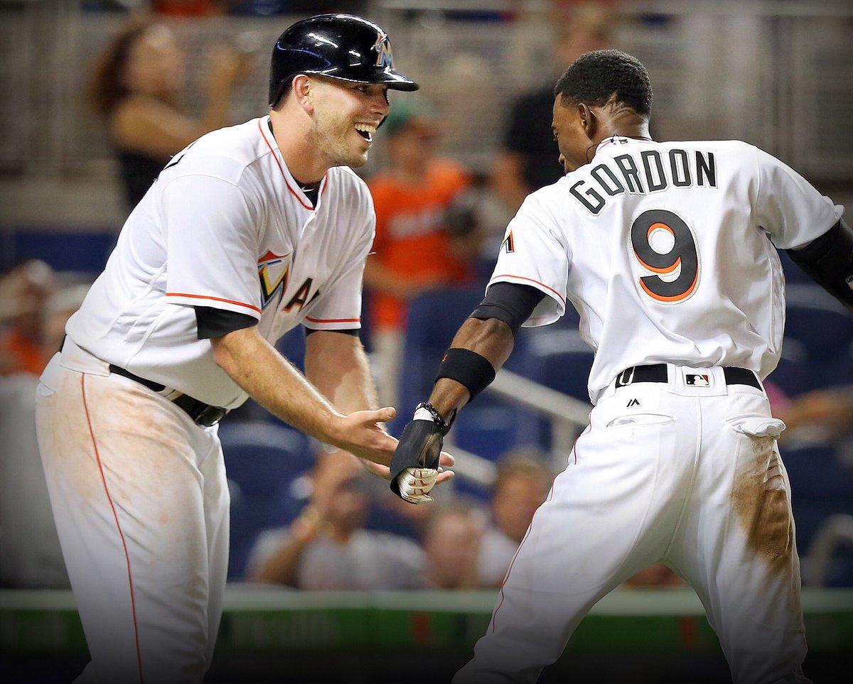 Dee Gordon wasn't alone when he went up to bat tonight. https://t.co/Iup5pQ8Dw7