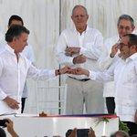 #Colombia-FARC La firma y los abrazos que sellaron la paz ► https://t.co/LHt5rB8ELn #colombia #farc https://t.co/qAhONO0Ty8