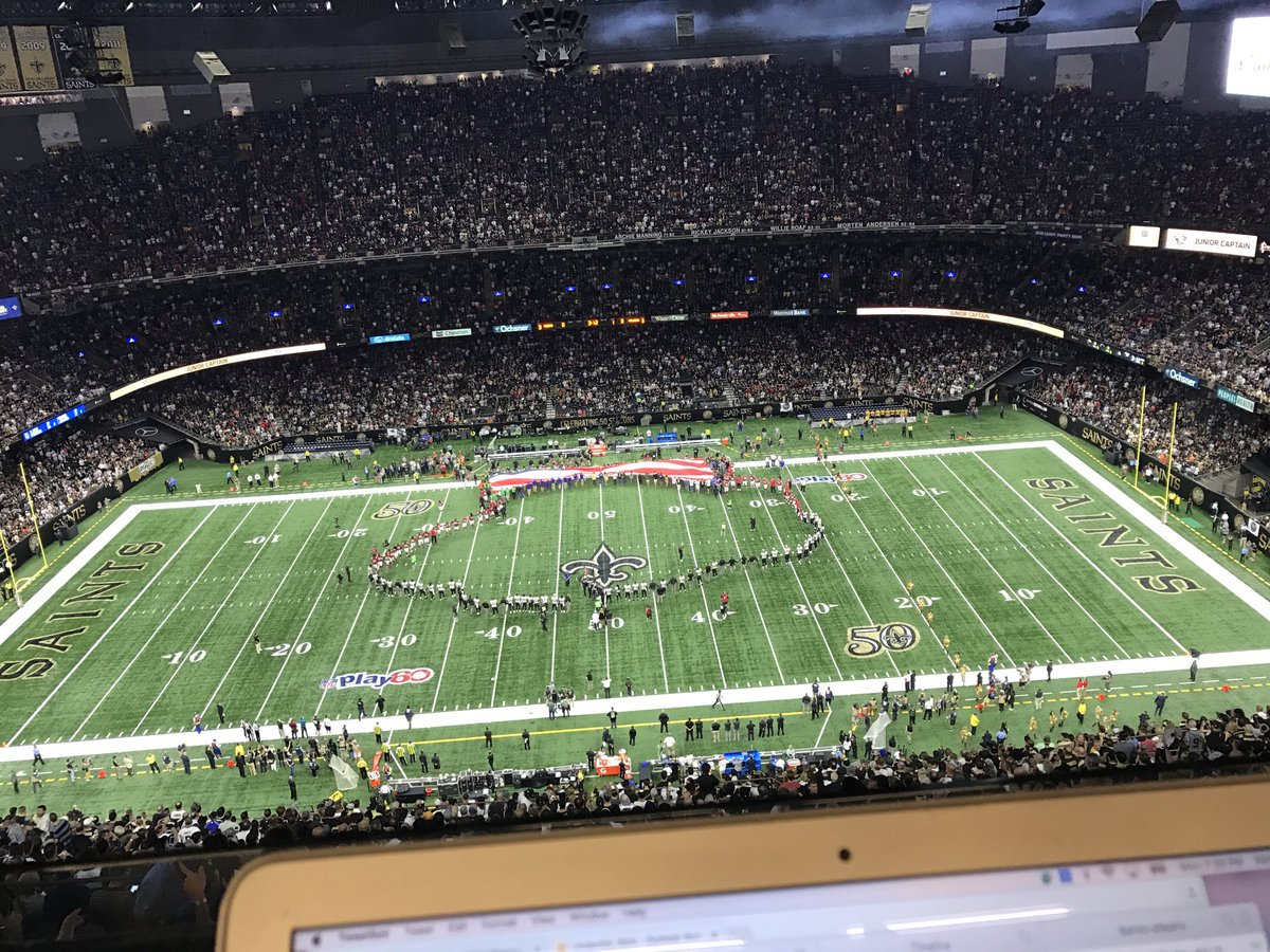 Saints and Falcons join hands in a unity circle https://t.co/PvlAILo82L