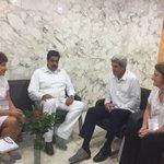 """La cara de Maduro lo dice todo. ¿Está """"sorpresiva"""" reunión con Secretario Kerry la montó Raúl Castro? ¿Va RR? https://t.co/0iP9WqDyw7"""