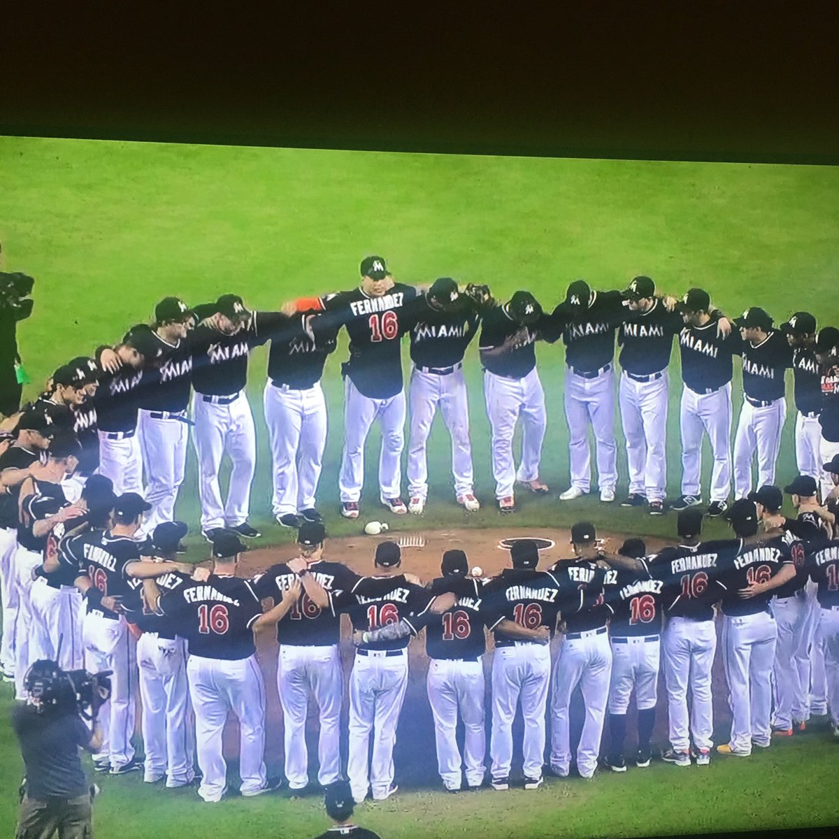 Image of the year for the #Marlins who gather around mound after winning 1st game since death of #JoseFernandez https://t.co/wbCpl5CQX5