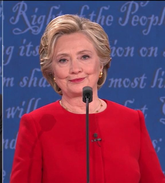 When Hillary looked at America to be like are y'all seeing this bs #debatenight https://t.co/YsGdKyCr0J