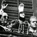 27/9/1975 cinco jóvenes antifascistas fueron ejecutados. En el balcón del Palacio de Oriente 3 días después. https://t.co/rzsGyWB7lt