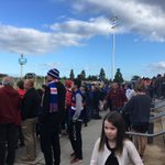 Probably 500 @westernbulldogs fans here for first training session of Grand Final week. #7NewsMelb https://t.co/WYJLQKzlTc