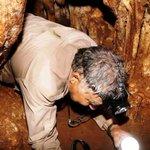 """مؤرخ الاثار الليبي """" د.فضل """" بداخل ( كاف الخروبة ) في وادي الصخر بمدينة #سوسة ذو الكتابات الاغريقية الاثرية #ليبيا https://t.co/0PuptBy3SC"""