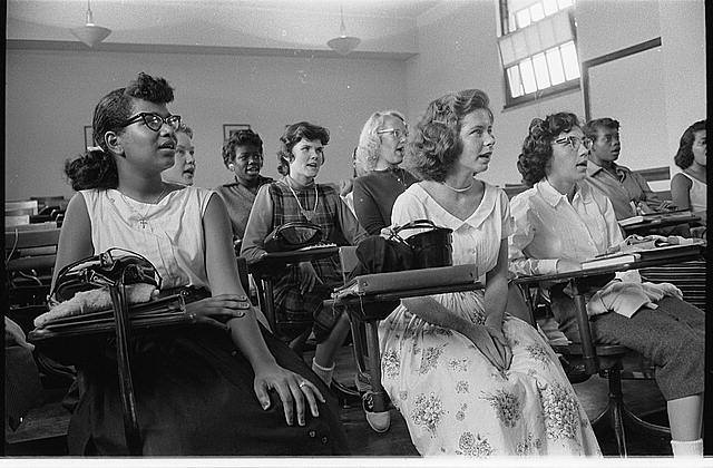 On this date, in 1954, #desegregation of schools began in Washington, DC and Baltimore, MD. #history https://t.co/SzFuiptbIF