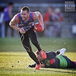 Matt Suckling tests out his injured achillies at training tonight. @westernbulldogs @superfooty #bemorebulldog https://t.co/kRG8BnLf9f