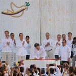 Así fue la firma en Cartagena del Acuerdo Final para la Terminación de Conflicto. https://t.co/haJ0uHwTml https://t.co/OmH8FPZ4by