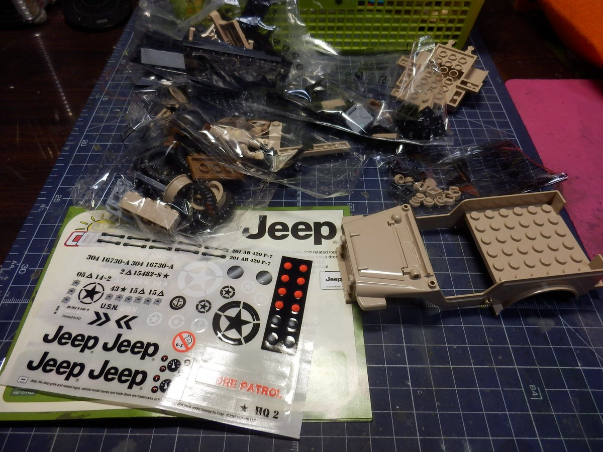 全日本HSで買ってきたミリタリーブロック作ってみた。90パーツだとこんな感じ、説明書もREGO方式で安定の解りやすさ。パ