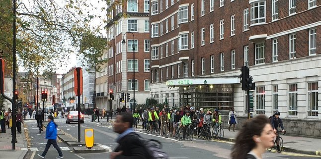 TAKE ACTION: Save the iconic #TaviPlace cycle tracks from cabbies who want to get rid of it: https://t.co/FGx3DfYiS0 https://t.co/xwhmOxTbmQ