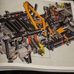 LEGOのポルシェ。取説が極厚の569ページもあって、クラクラする。 pic.twitter.com…