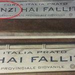 A Prato la Questura taglia il nome di Renzi dallo striscione che lo contesta https://t.co/OcVe9LwnHc https://t.co/5FtkO8t4mr