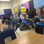 A kid at my school decided to show up to class like this #FunnyDem https://t.co/VifpFEii0Z