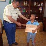 ¡No puede ser! Alcalde regala cajas de lustre a niños pobres https://t.co/NBUsr96uLq https://t.co/SWYjIfXqDU