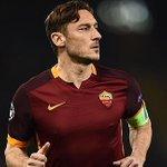 Buon compleanno capitano! Francesco Totti cumple 40 años, desde 1993 en la @OfficialASRoma #leyenda  🇮🇹 https://t.co/B4vMeLRtgg