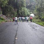 Derrumbe km 198 Ruta de Retalhuleu a Xela, complicado #TransitoGt Vía @edgarvalenzue https://t.co/maEel4Q4Xj