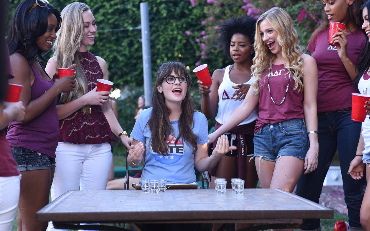 On #NEWGIRL tonight Jess and Cece volunteer for HRC's campaign to sign up new voters and end up in a sorority house. https://t.co/XoJZrXXPvg