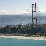 Renzi rispolvera il #ponte sullo stretto e torna la polemica https://t.co/l6XG5q15e2 https://t.co/BSMhW8rA5a