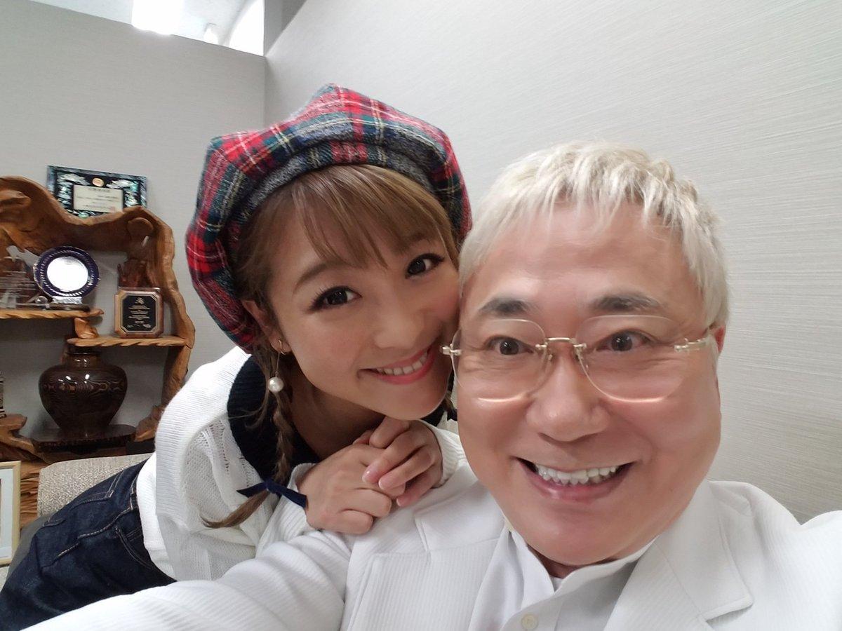 高須医院長と一緒に自撮りの鈴木奈々