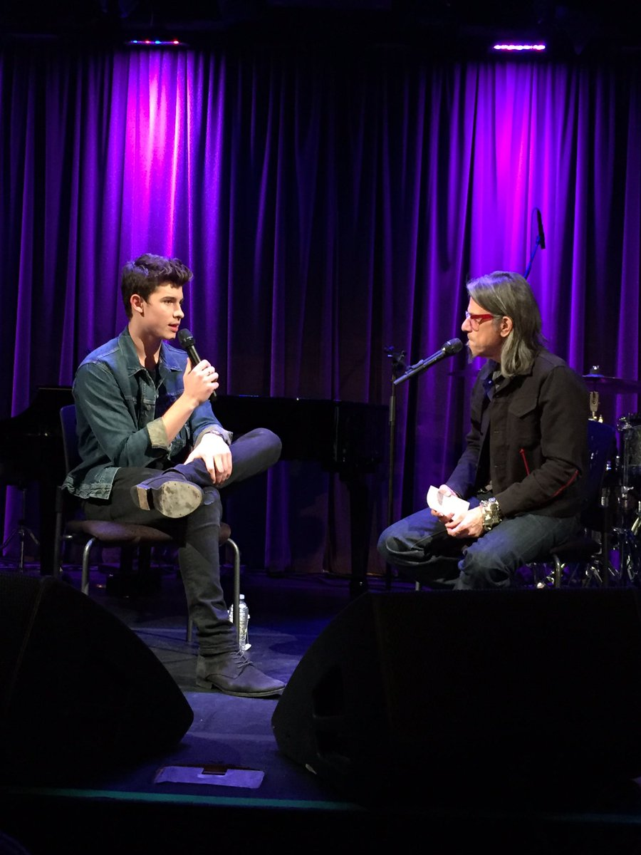 When talking about albums he loves, @ShawnMendes name dropped @JohnMayer's Continuum! https://t.co/QB6djBqC37