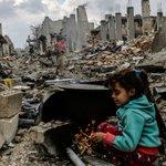 """#SIRIA El papa Francisco afirma que responsables de bombardeos en Siria """"tendrán que rendir cuentas ante Dios"""" https://t.co/NljwDV8BXV"""