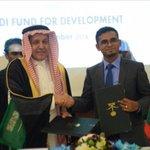 صحيفة ماليزية: #السعودية تقرض #جزر_المالديف 100 مليون دولار، وذلك لتطوير مطار المالديف الدولي.  - https://t.co/OiBNGI4yyl