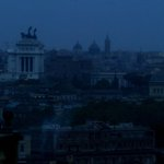 28 Settembre 2003… #Roma #AccaddeOggi il #BlackOut della#NotteBianca https://t.co/ArItpICtDc https://t.co/KwMx2NYVLL