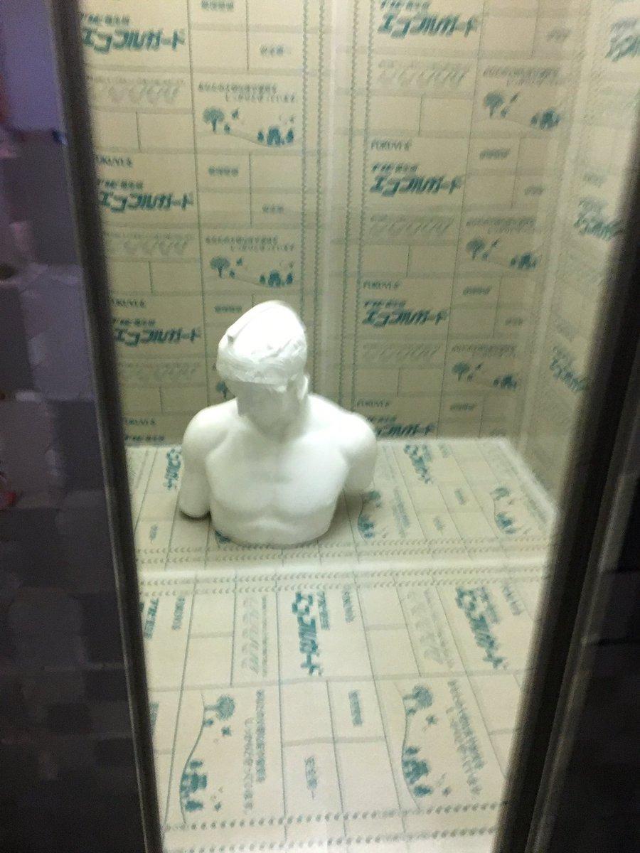 工芸のエレベーターのど真ん中にに石膏ボーイズが((((;゚Д゚)))))))