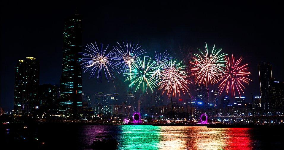 10월 가족 나들이 코스는 바로 여기! 서울세계불꽃축제 가족 명당자리 TOP 5를 알아보세요 >https://t.co/B9ZPW60Phb #한화 https://t.co/oV7XMpo66v