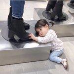 Alışveriş esnasında; kızlar, kızlarımız. https://t.co/aVm9v2rRSJ