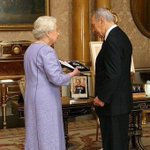 The Queen pictured hosting Shimon Peres, visionary Israeli leader who passed away today. https://t.co/L46XF7kg4W