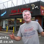 Hes 8/1 with the bookies to be the new #Swans manager and now hes been spotted outside Rossis 😂 #BigSam https://t.co/kGuhMQ9UU3