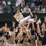 【日本ハム】 8度宙に舞った栗山監督 「ファイターズの選手たちは北海道の誇り」 ~優勝インタビュー全文~ https://t.co/Xz2TRq1zth 「優勝、嬉しいっす」―。 #lovefighters https://t.co/0dyzP1ARZt