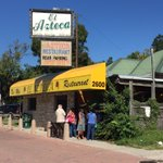 Crowd gathering outside El Azteca restaurant, as it gets ready to open for lunch-after 53 years, the place closes for good tomorrow. #ATX https://t.co/17Wq269Lr7