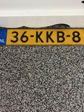 Iemand is zijn of haar kentekenplaat in de Oudelandstraat in 's-Gravenzande verloren. Wie is de eigenaar? https://t.co/4PdSdlfs14