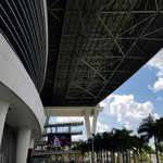 Thr roof is open at Marlins Park, offering plenty of shade on the west plaza for Jose Fernandez remembrance. https://t.co/oq9UApfUvl